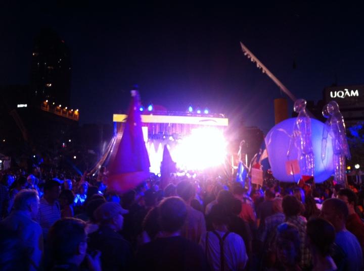 2012-07-20 - 21h22 #manifencours88 (Jeanne-Mance) au festival